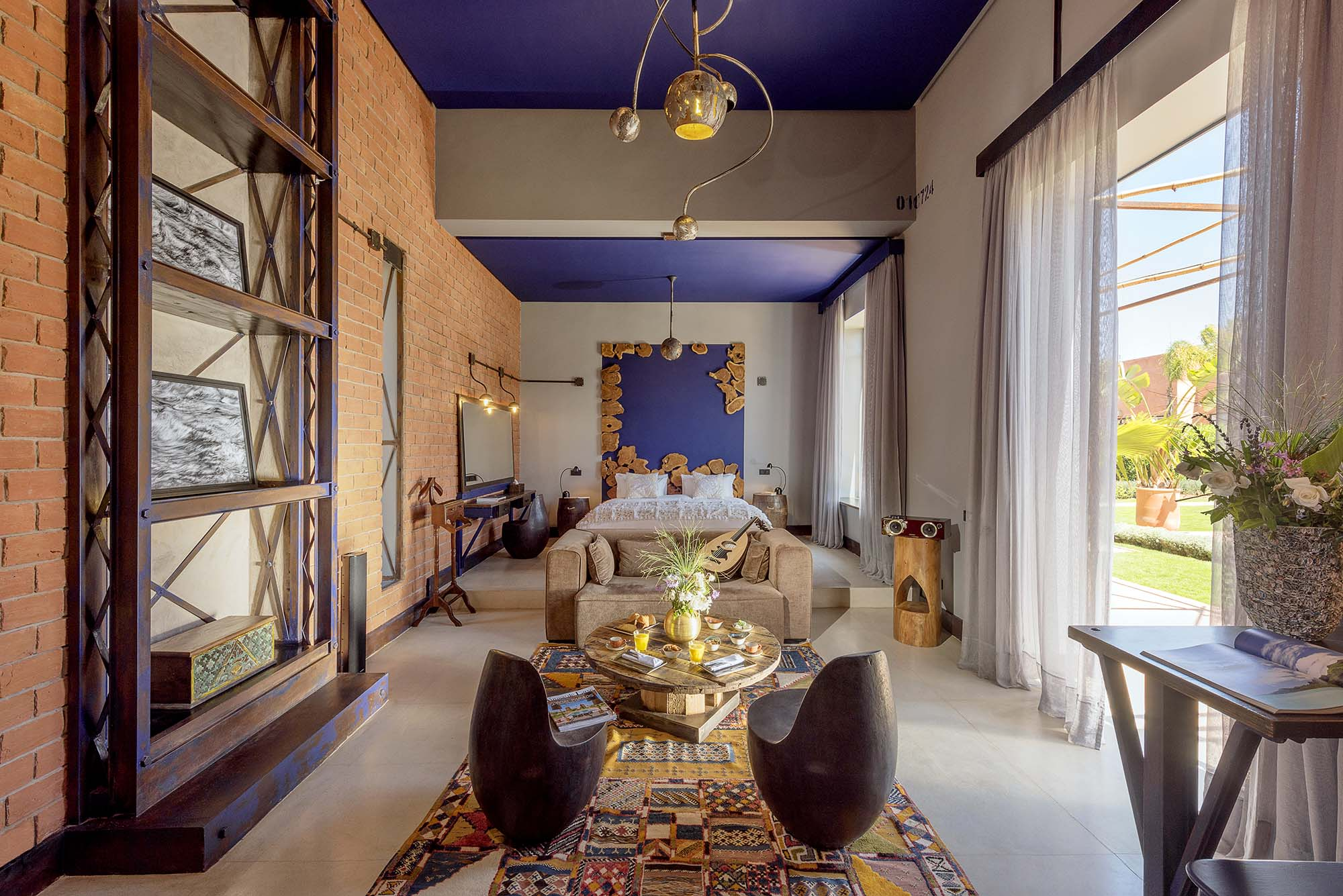 https://www.thesourcemarrakech.com/wp-content/uploads/2017/08/suite-privilege-Blue-Jeans-maison-hotes-The-Source-Marrakech.jpg